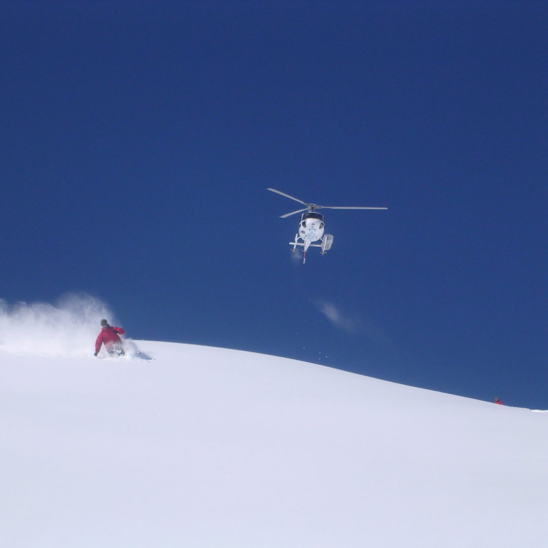 Heli-skiing experience by private jet